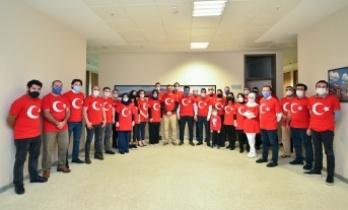 Büyükşehir Belediyesi ay yıldıza büründü